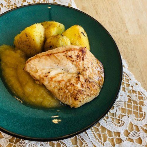 Kipfilet appelmoes gebakken patatjes